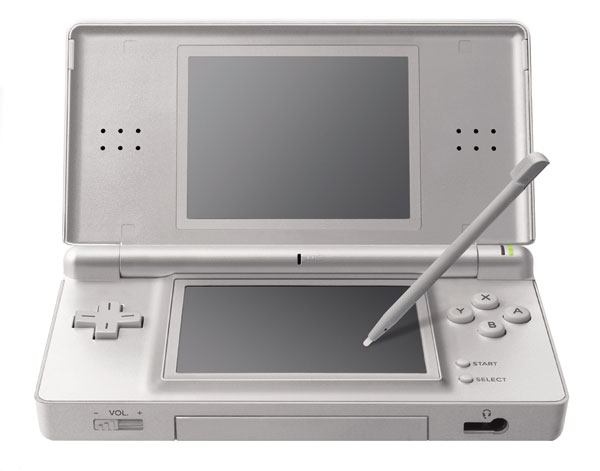 nintendo ds lite argent gris d 39 occasion. Black Bedroom Furniture Sets. Home Design Ideas